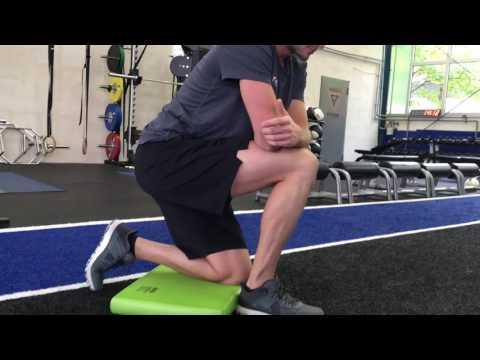 Der Kern auf dem Finger des Beines die Gymnastik