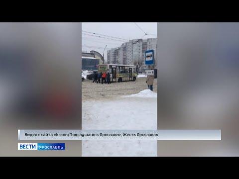 Пробки и ледовые побоища машин: Ярославль превратился в сплошной каток