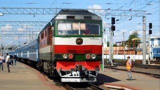 ТЭП70-0381 с поездом  №100Б Минск – Новоалексеевка прибывает на станцию Жлобин-Пассажирский