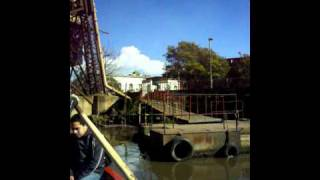 preview picture of video 'LA BOCA BUENOS AIRES - ANTIGUO PUENTE TRANSBORDADOR - CRUZANDO EL RIACHUELO EN BOTE'