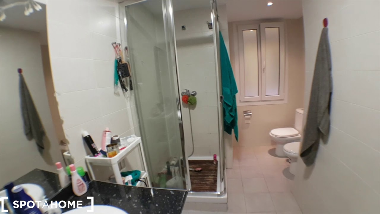 Double bed in Rooms for rent in 6-bedroom apartment near Sol, Madrid