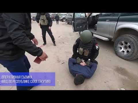Повалили на землю и скрутили руки: видео задержания замминистра сельского хозяйства Якутии