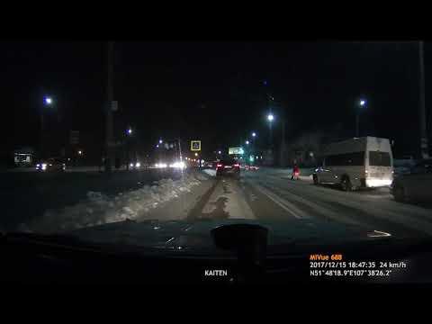 Пешеходам на пешеходном переходе пришлось бежать