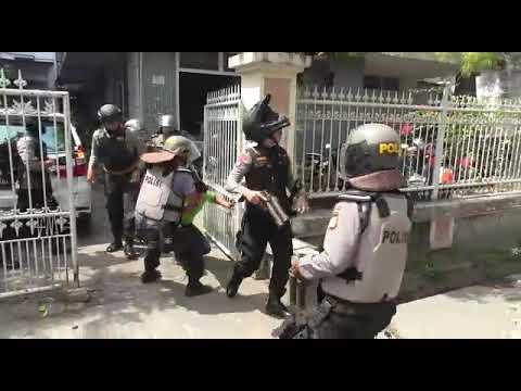 Video: Polisi Tangkap Sejumlah Pria di Jalan Gunung Merapi