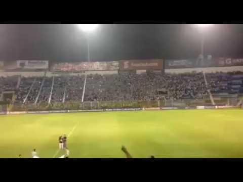 """""""Vengo Del Barrio De Los Albos"""" Barra: La Ultra Blanca y Barra Brava 96 • Club: Alianza"""