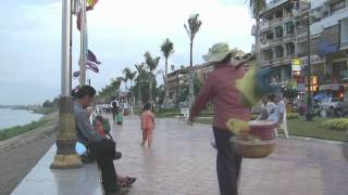 preview picture of video 'Phnom Penh Riverside - 2010'