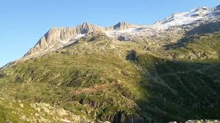 Eisiges Gletscherblick-Biwak auf 2400m in den Walliser Alpen