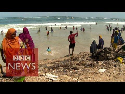 Somalia: Beach life returns to Mogadishu - BBC News