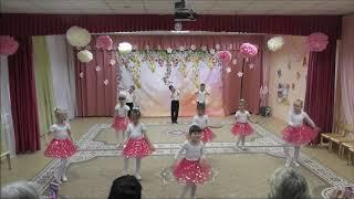 Танец «Я маленькая модница, я папина беда». Ведущая - Юданова Ангелина. Мы танцуем, мы играем.