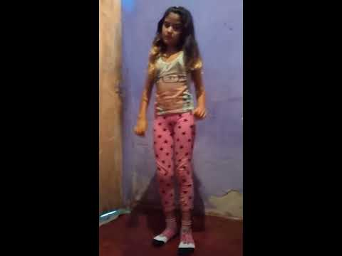ElisandrelaとLarissa dancing