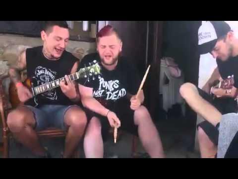 Barikády z Popelnic - Riptide drunk cover FUNNY :-D