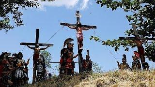 Филиппинских католиков распяли себя в библейской реконструкции
