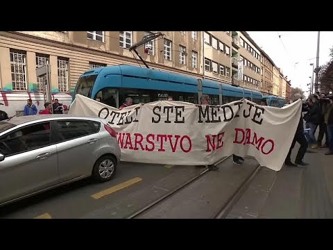 Οι δημοσιογράφοι στους δρόμους κατά της «βιομηχανίας αγωγών»…