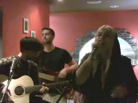 Orla's band PYKE performs Settle Down by Kimbra live in Valencia, Spain!