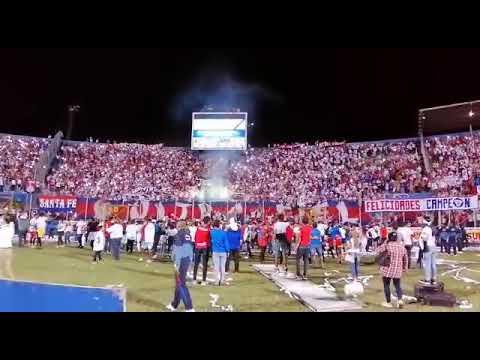 """La Ultra Fiel celebrando la 31 (OLIMPIA)"" Barra: La Ultra Fiel • Club: Club Deportivo Olimpia • País: Honduras"