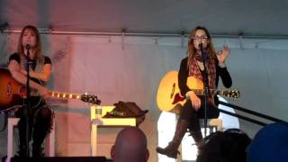 "Chely Wright tells funny story and sings  ""Something Positive"""