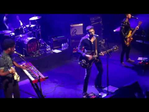 Miles Kane - Cry On My Guitar - Paris