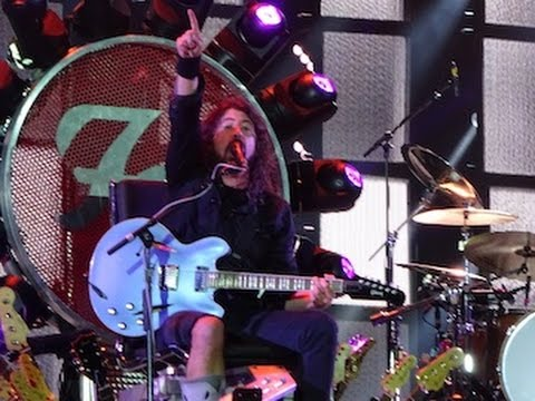 "hqdefault - Foo Fighters, el bateria de Queen y el bajista de Led Zeppelin tocan una version del temazo ""Under Pressure"""