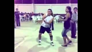 borracha bailando¿que le pasa a lupita?VS borracho bailando chistoso