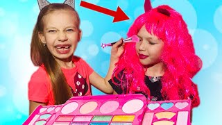 Диана и Ева играют в Салон Красоты/ DIANA AND EVA pretend play with make up toys
