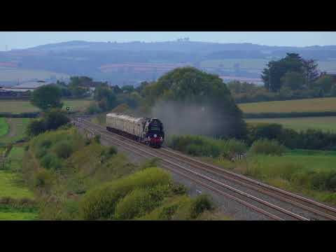 Merchant Navy Class 35028 'Clan Line' crosses the Somerset L…