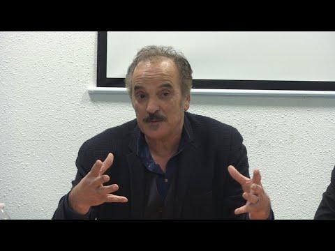 <a href='https://www.akody.com/culture/news/l-ecrivain-franco-algerien-akli-tadjer-face-aux-lyceens-refusant-de-lire-sa-prose-318882'>L&rsquo;&eacute;crivain franco-alg&eacute;rien Akli Tadjer face aux lyc&eacute;ens refusant de lire sa prose</a>
