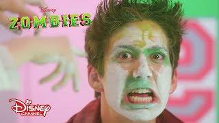 """Milo y Meg se van a lookear como Zombies…¡Pero con los ojos tapados! ¿Te imaginas como van a quedar?  Sitio oficial de Disney Channel: http://www.disneylatino.com/disneychannel/  Síguenos en  Facebook: http://www.facebook.com/disneychannellatinoamerica Twitter: https://twitter.com/disneychannella Instagram: https://instagram.com/disneychannel_la/  ¡Haz click en """"Suscribirse"""" para recibir notificaciones de los nuevos videos de Disney Channel en YouTube!"""