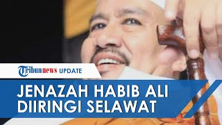 Dimakamkan di Rawajati, Jenazah Habib Ali Assegaf Diiringi Selawat oleh Puluhan Jemaah