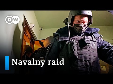 Russian police raid Alexei Navalny's home and offices | DW News