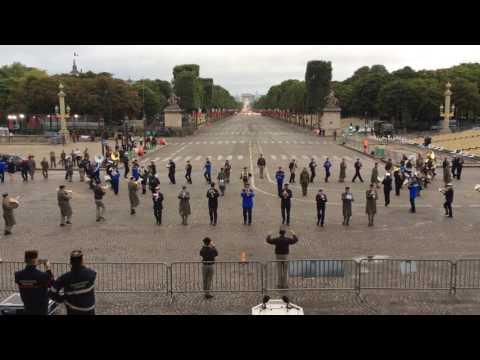 hqdefault - Banda militar francesa ensayando con canciones de Daft Punk