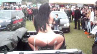 Garota Tantão lava car sexy...