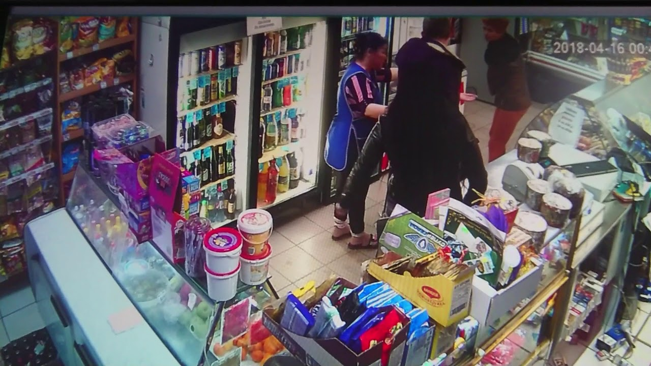 Скандал и драку устроила пьяная женщина в магазине города Надым