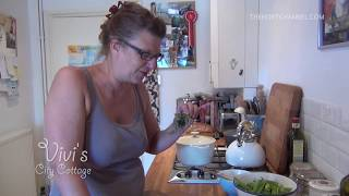 preview picture of video 'Vivi's City Cottage: How to Make Pea Pod Soup | Grow It, Cook It, Eat It'