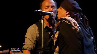 sad eyes bruce springsteen - मुफ्त ऑनलाइन वीडियो