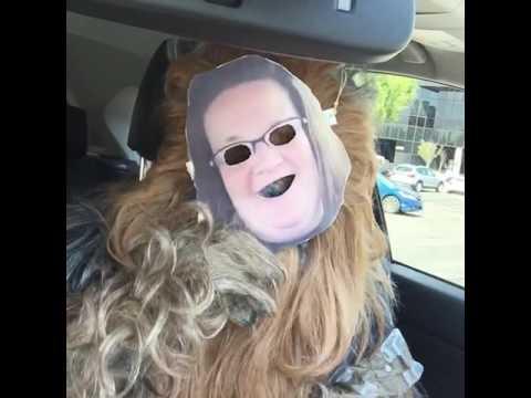 Die Masken für die Person im Geschäft die Rezensionen
