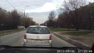 Смотреть онлайн Какой-то даун за рулем подрезает на дорогах