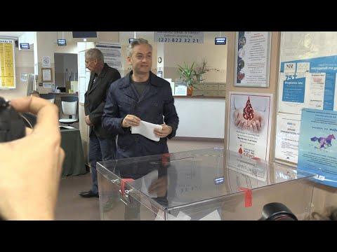 Le politicien polonais Robert Biedron vote aux élections législatives | AFP Images Le politicien polonais Robert Biedron vote aux élections législatives | AFP Images