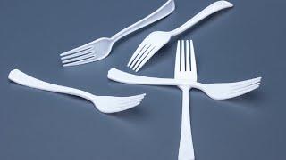 Μπορείς ν' αντισταθείς σε αυτά τα τόσο σαγηνευτικά πλαστικά μαχαιροπήρουνα;  Title