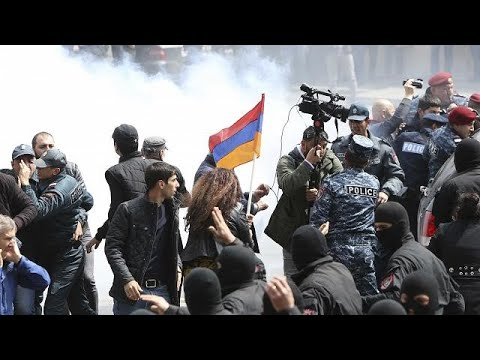 Mass detentions in Armenia as police fail to quell anti-Sargsyan protests