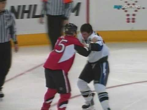 Zenon Konopka vs Chris Neil