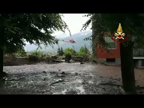 Τόνοι λάσπης κατακλύζουν χωριό στους πρόποδες των ιταλικών Άλπεων…