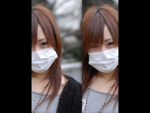 Osvetlenie les peaux de la personne des taches après les boutons du masque