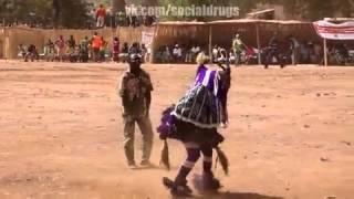 Танцует индеец