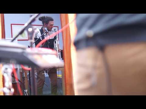 Jo! Loop - Idealbesetzung für Hintergrundmusik zum Staunen video preview