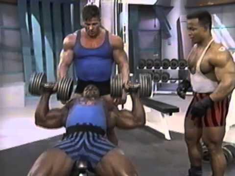 Comme gonfler les muscles pectoraux de vidéo