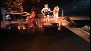 Queen - Wembley Saturday '86 Comparison 1 [1986 radio mix vs. 2011 official mix]