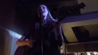 Gambar cover Catherine McGrath - Talk Of This Town (Live Debut) (HD) - The Social - 25.09.17