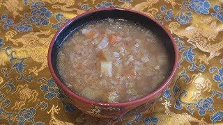 Суп Кичри с маринованными овощами и индюшатиной.