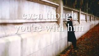 Aunque estes con el (even though your with him)