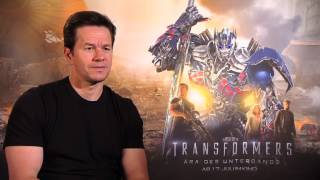 Mark Wahlberg speaks german - Interview Transformers 4